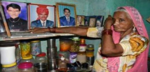 बेटों को बचाने के लिए माँ ने गि'रवी रख दिया जमीन और गहना, अब काट रही सरकारी…